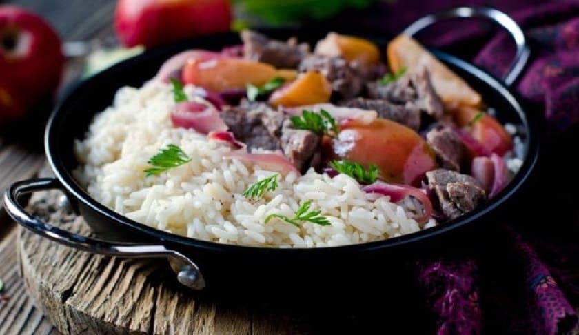 куриная печень с рисом и овощами