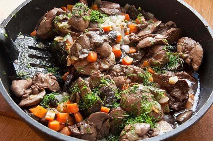 куриная печень тушёная с овощами